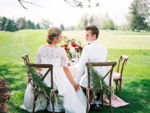 Outdoor-Wedding-Inspiration-in-Pink-and-Red-600x452