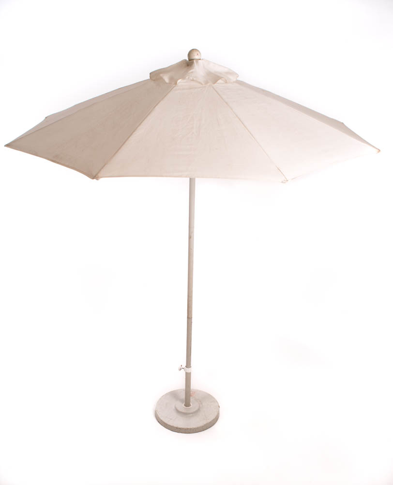 7.5' Matted White Market Umbrella w/Base